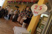 Uczniowie Zespołu Szkół Nr 1  na Jubileuszu w limanowskim Domu Pomocy Społecznej