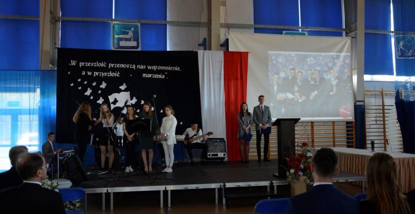 Uroczystość zakończenia roku szkolnego 2018/2019 przez klasy maturalne
