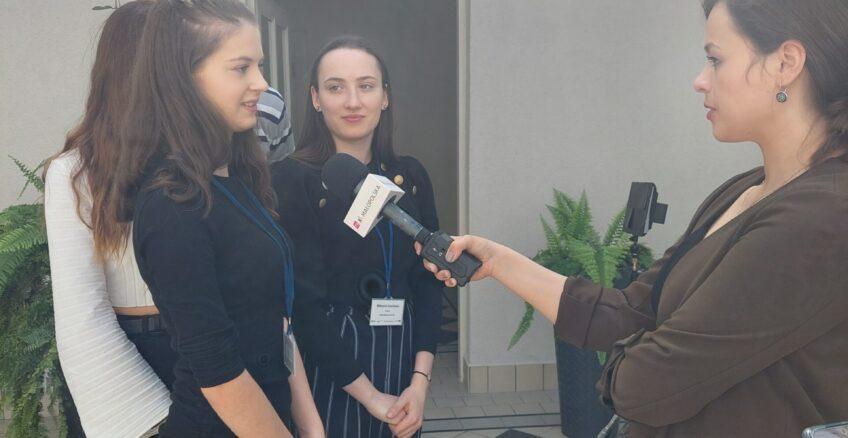 """""""W stronę światła"""" i """"W stronę ciemności"""" – uczniowie inauczyciele 18 szkół średnich zMałopolski podsumowali projekt #MłodziMałopolanie.EU"""